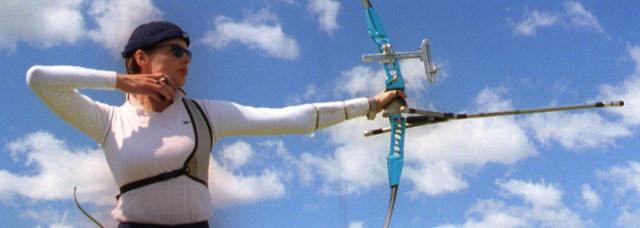 Geena-Davis-Archery-01